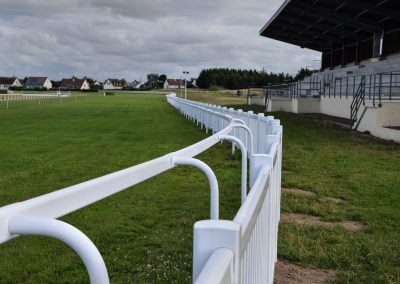 HOMESTRETCH PVC RAILS AND FLAT MESH CROWD BARRIER